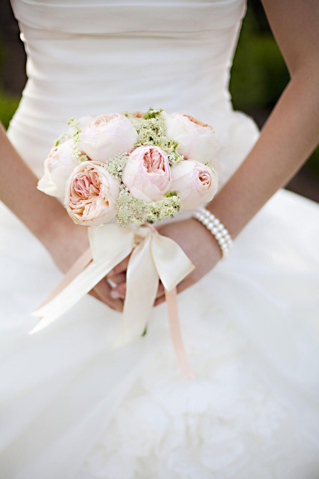 Свадебный букет из английских роз и орхидей фото 7