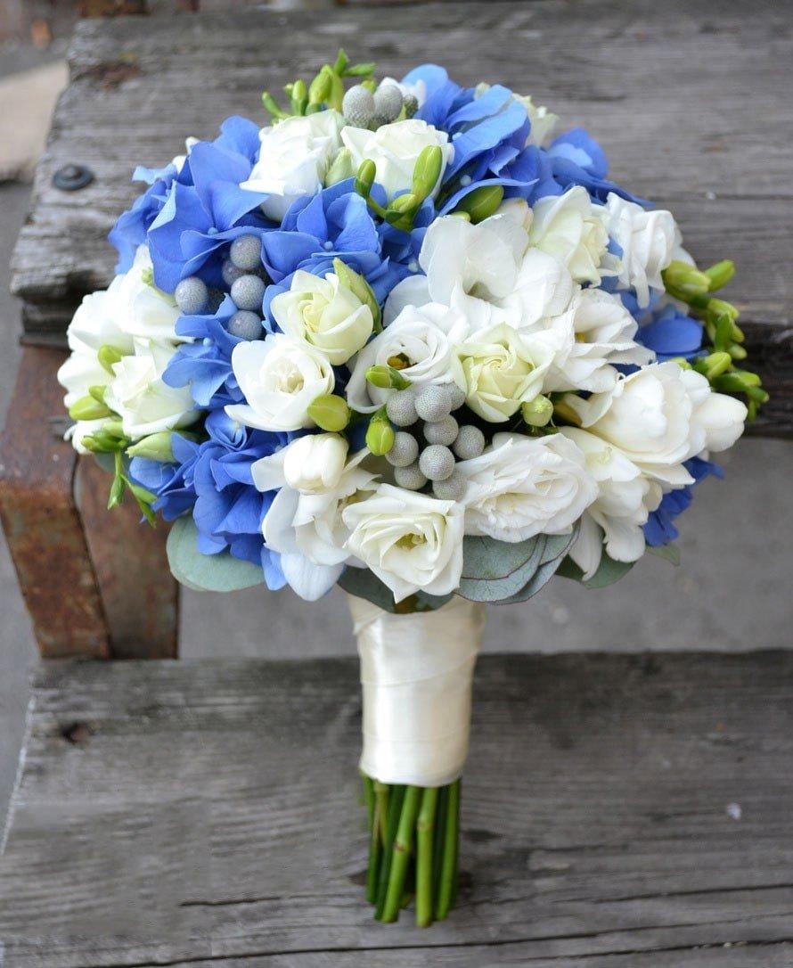 Свадебный букет только гортензия и розы доставка цены спб