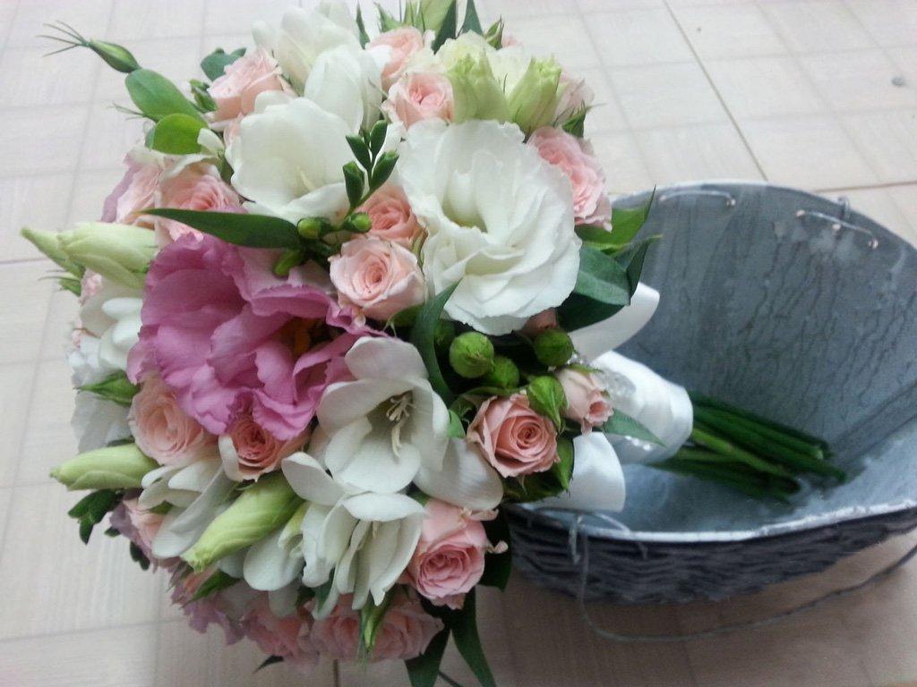 Букеты невесты с эустомой фото, цветы воронеж мелкий опт сигареты дешево
