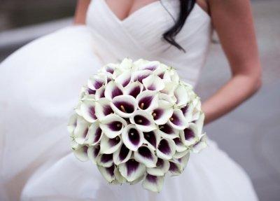 Красивый свадебный букет из калл для невесты