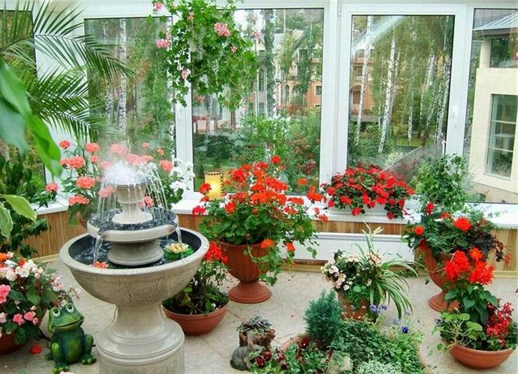 Уютный зимний сад на лоджии.