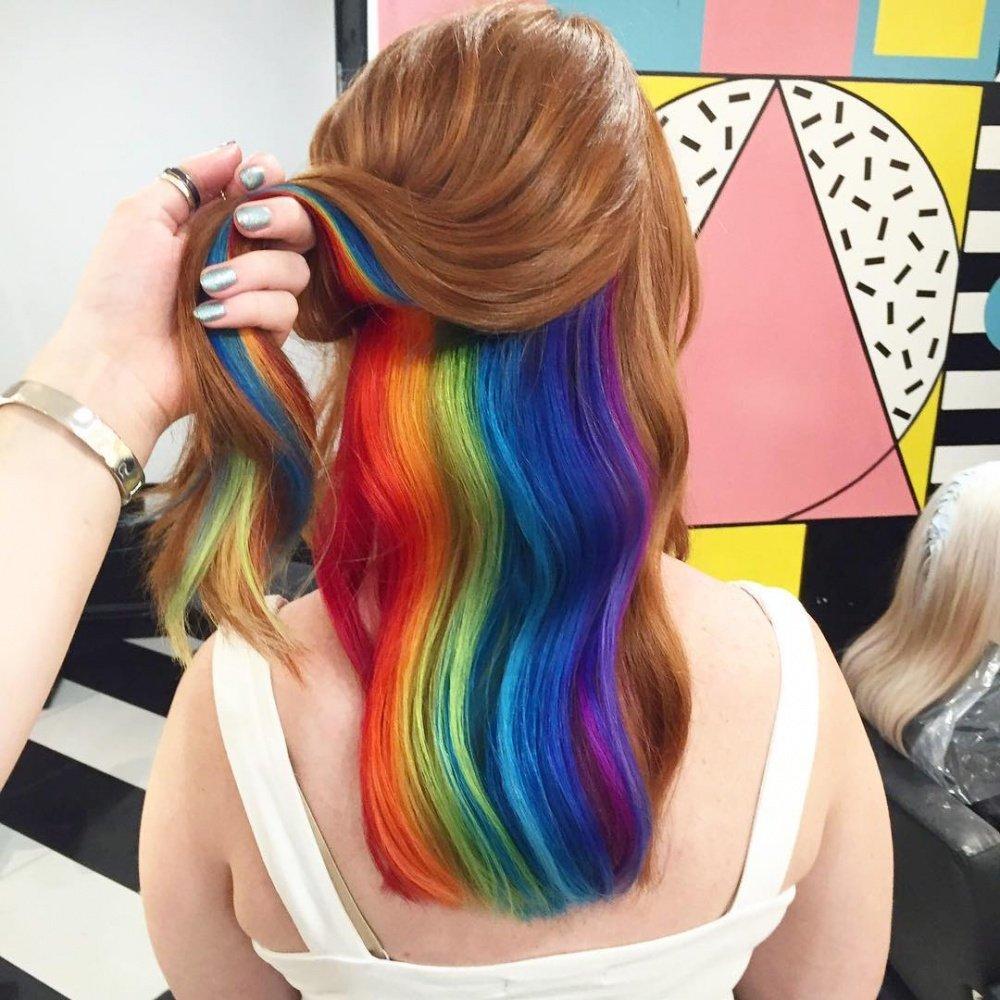 Волосы меняют сами цвет